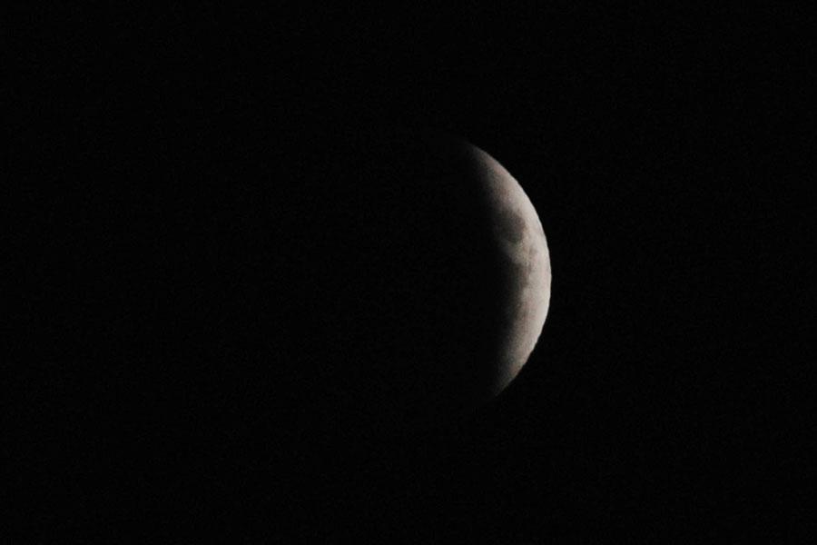 """月亮""""带食升起"""""""
